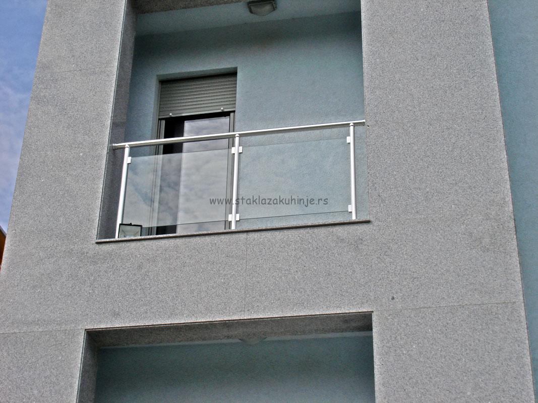Staklena balkon ograda